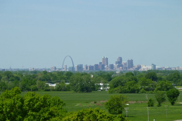 Off is the distance to the west is Saint Louis, 7 miles away.