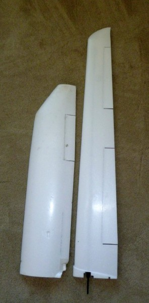 A wing comparison. The Skywalker 2013 wing on the left and the Techpod wing on the right.